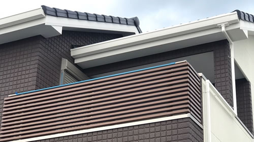 コートライン木目格子の工事例